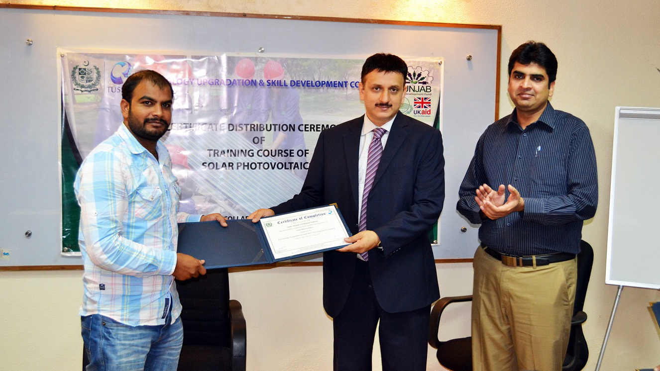 """TUSDEC successfuly passed out the second batch of """"SKILLS FOR JOB 2015"""" trainings"""